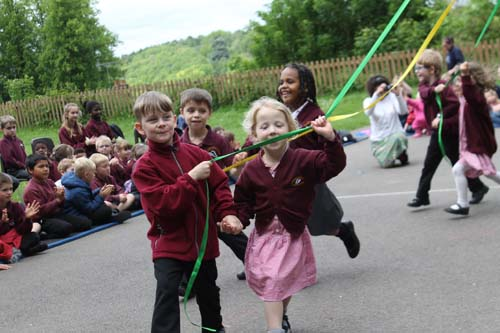 Badgemore School May Celebrations