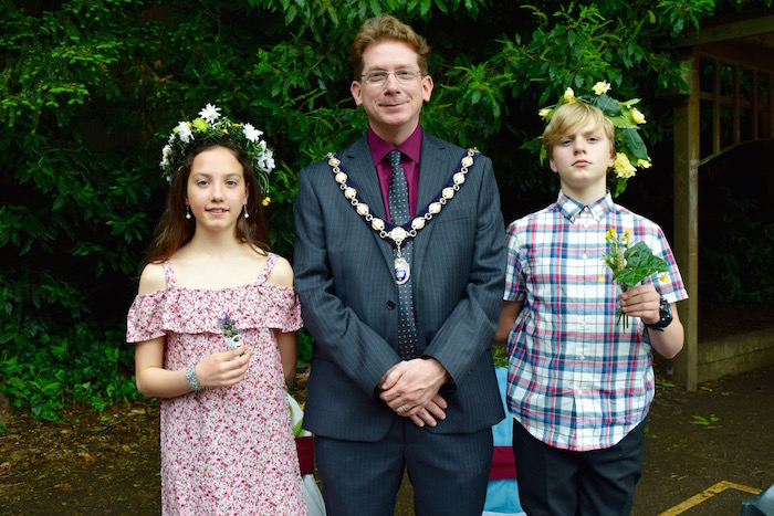 Badgemore Primary School May Day King and Queen 2018